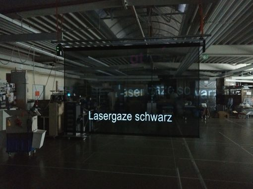 Lasergaze-schwarz_in_GT-TECH-DMX-Motorleinwand_2